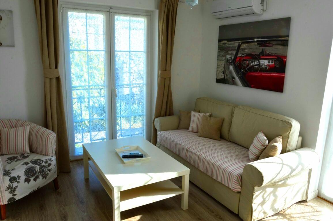 Apartment Lavanda Wohnzimmer mit Schlafcouch 160cmx200cm