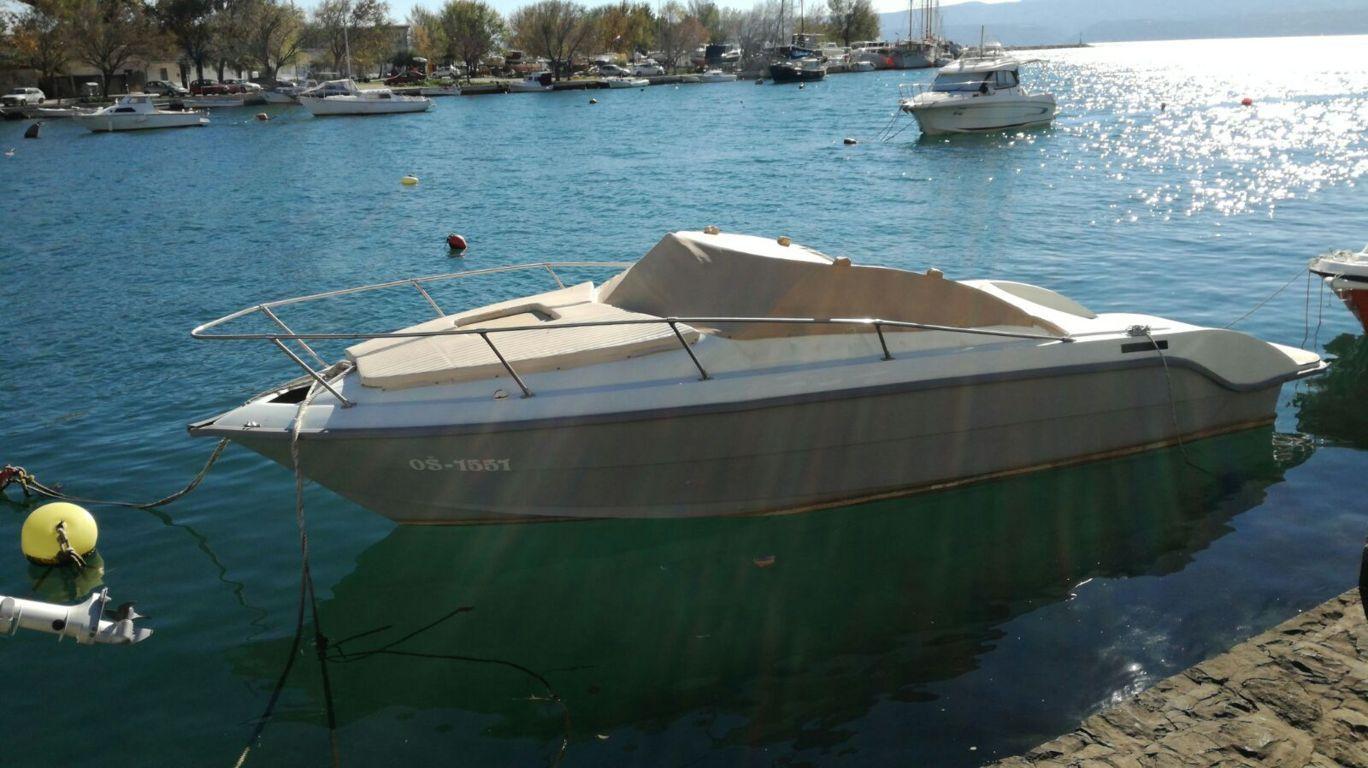 Das Harmonieboot ist bereit fur die Panoramafahrt