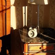 Superiorzimmer Nostalgia Nachtschrank detail